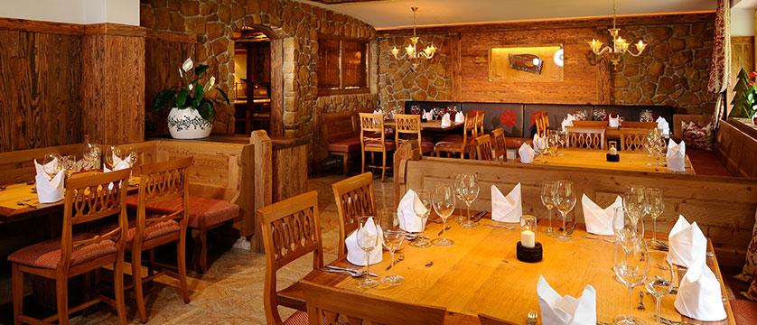 Austria_Mayrhofen_Hotel-Rose_Dining-room3.jpg